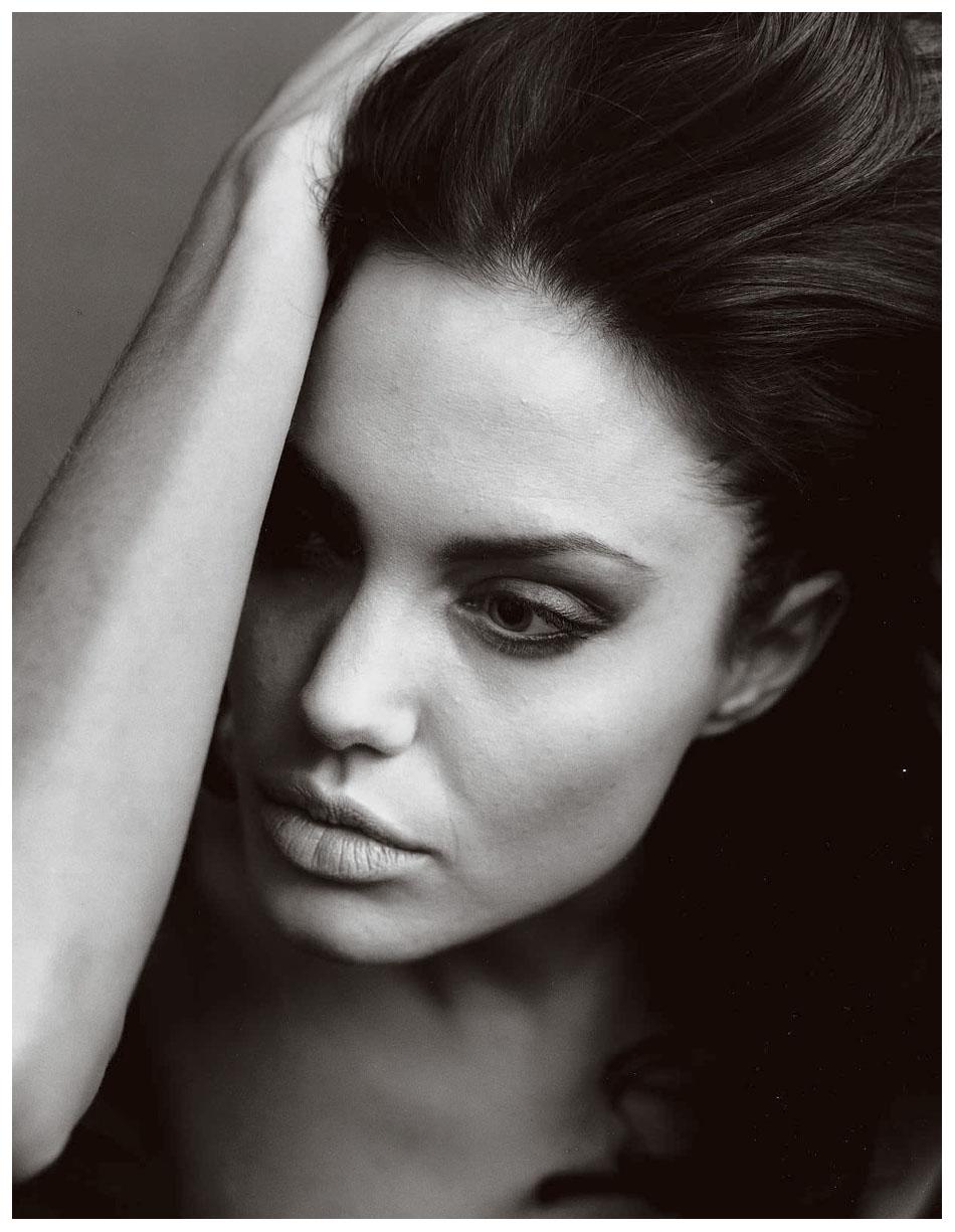 Angelina Jolie Look Using All Drugstore Makeup: © Pleasurephoto