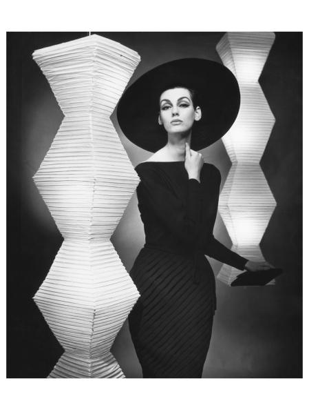 Judy Dent in georgette %22Etude in chiaroscuro%22 (Model Heinz Oestergard) with big hat 1962 Photo FC Gundlach