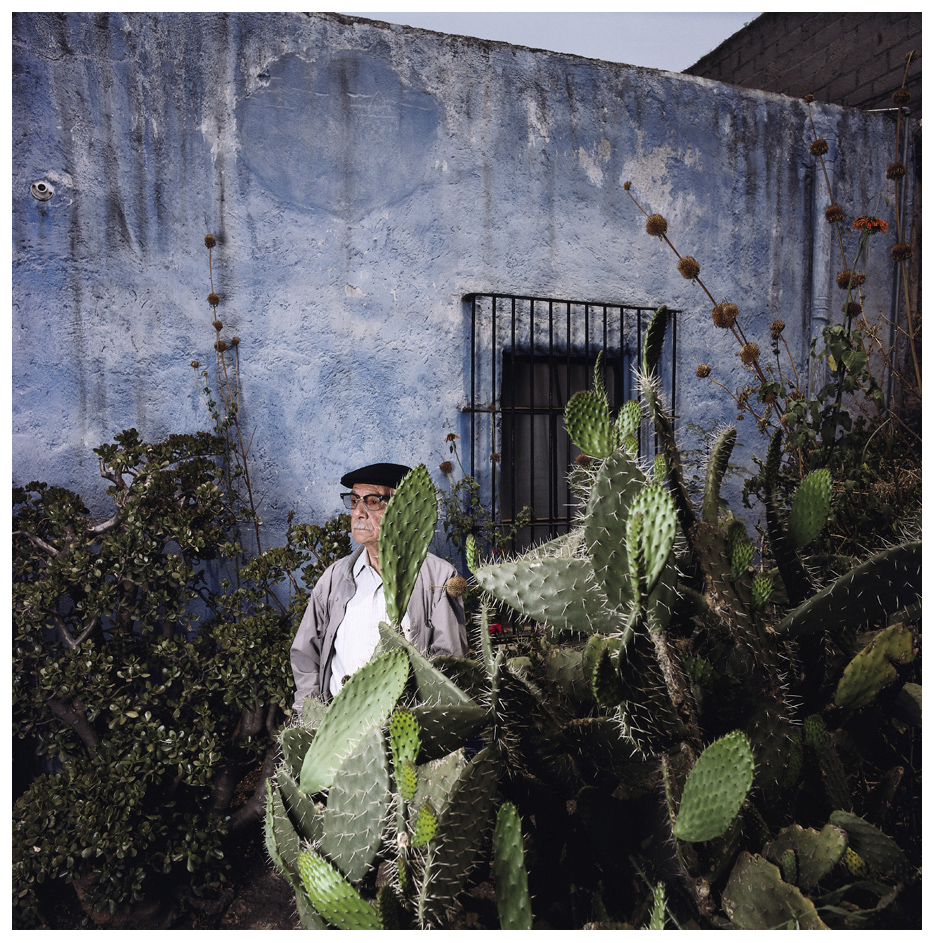 a biography of manuel alvarez bravo a mexican photographer In the one hundred years of his life, mexican photographer manuel alvarez bravo created images of his native country in black-and-white that are understated nearly to the point of silence, as arthur.