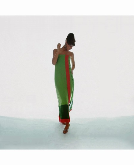 marisa-berenson-is-wearing-a-strapless-green-and-red-chiffon-dress-from-bill-blass-1966-copia