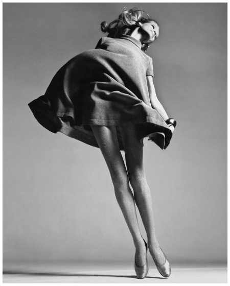 Photo Richard Avedon Veruschka, Dress by Bill Blass, New York, January 1967