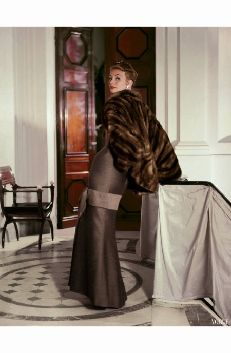 suzy-parker-in-christian-dior-vogue-october-15-1953-john-rawlings-vogue-october-1953-1-copia