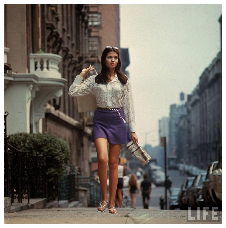Woman In A Short Skirt 117
