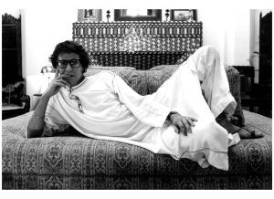 Yves Saint Laurent dans sa maison de Marrakech - 1976 PB 050876/1-24