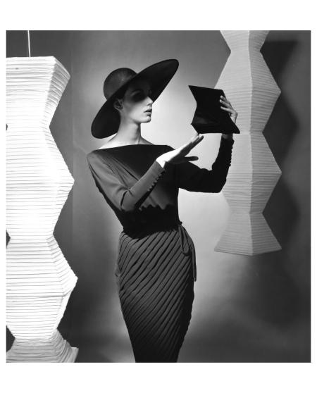 Judy Dent in georgette %22Etude in chiaroscuro%22 (Model Heinz Oestergard) with big hat 1962 Photo FC Gundlach c