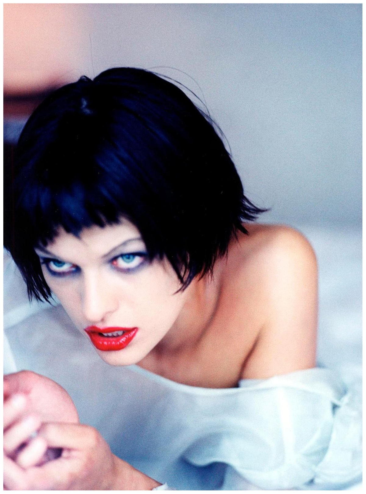 http://pleasurephoto.files.wordpress.com/2012/09/milla-jovovich-ellen-von-unwerth-1997b.jpg?w=1200
