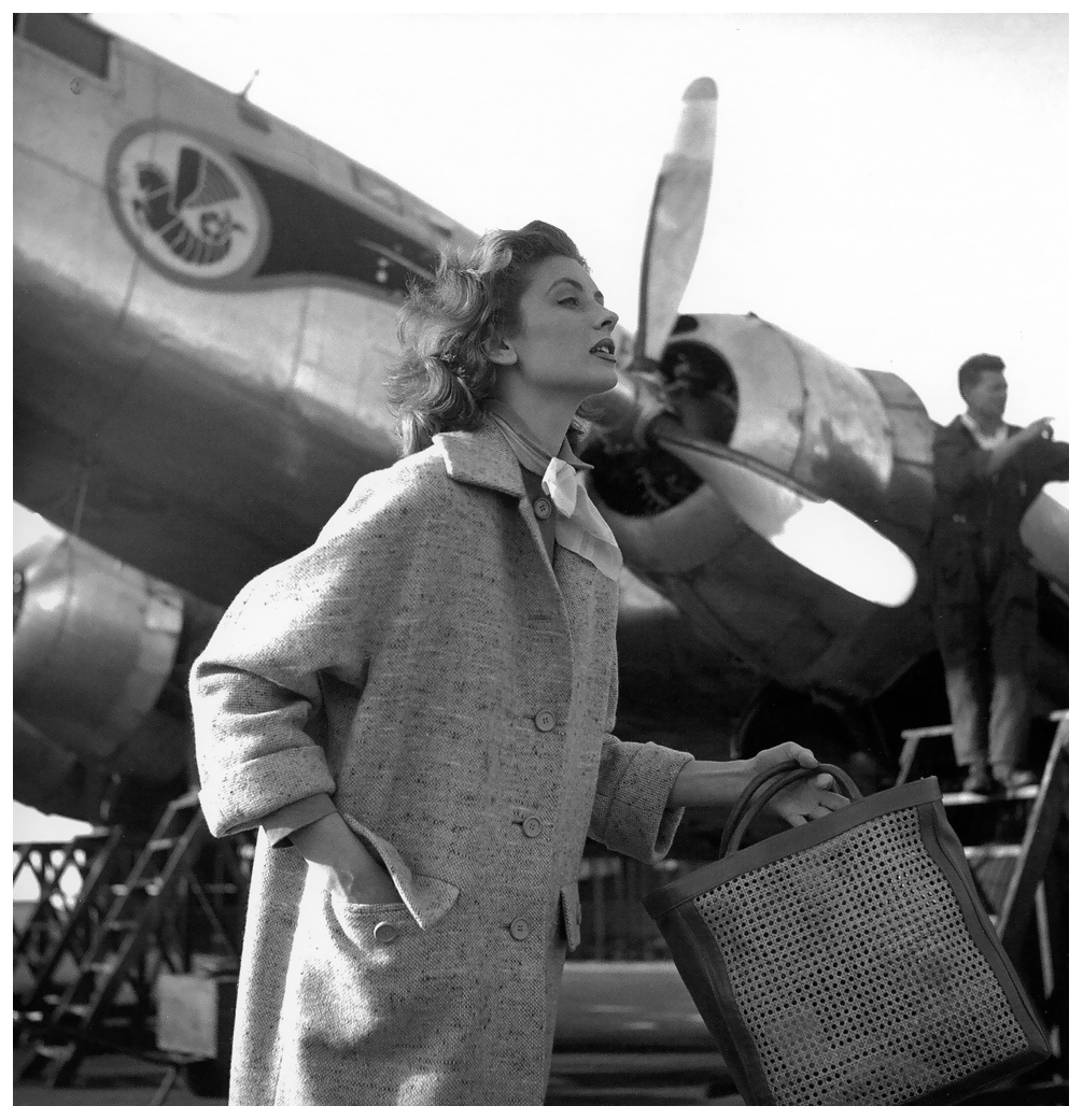 Suzy Parker posing for Elle magazine in Morocco in April 1953./Ph. DR