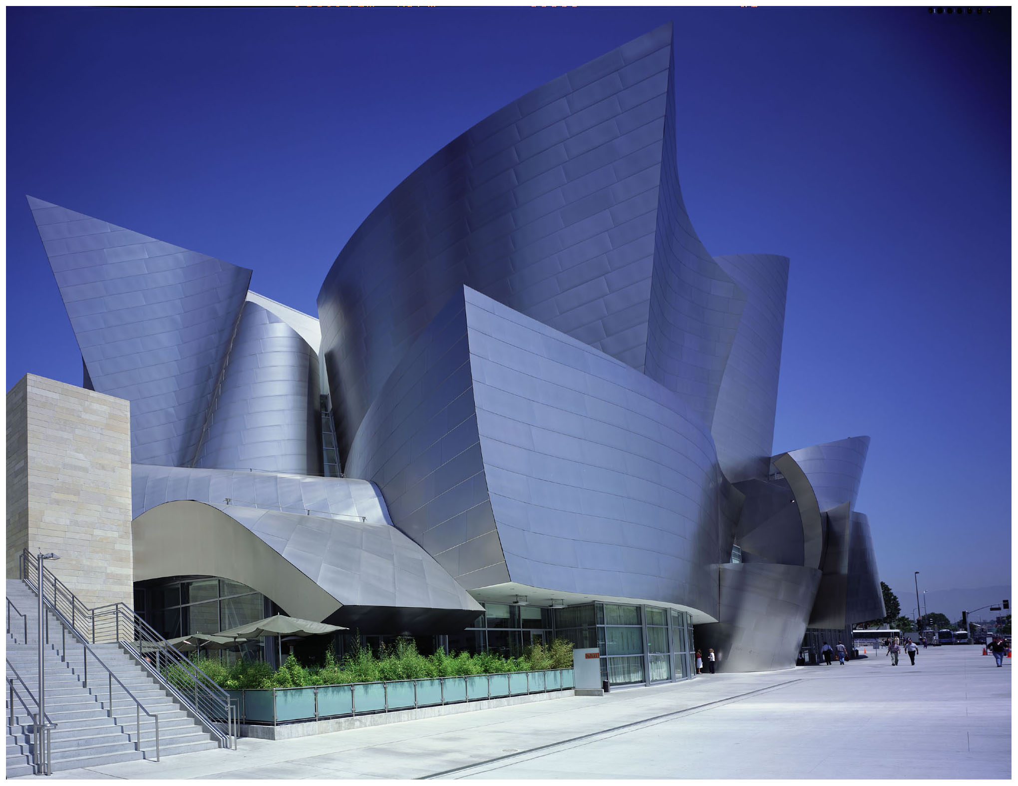 Disney hall los angeles frank gehry architect for La architecte