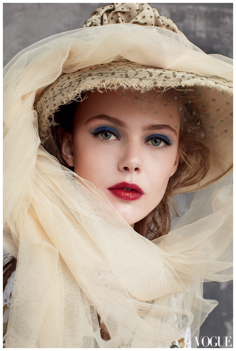 Pretty Makeup With The Eye Glitters 2052994: Frida Gustavsson Photographed By Arthur Elgort 2011