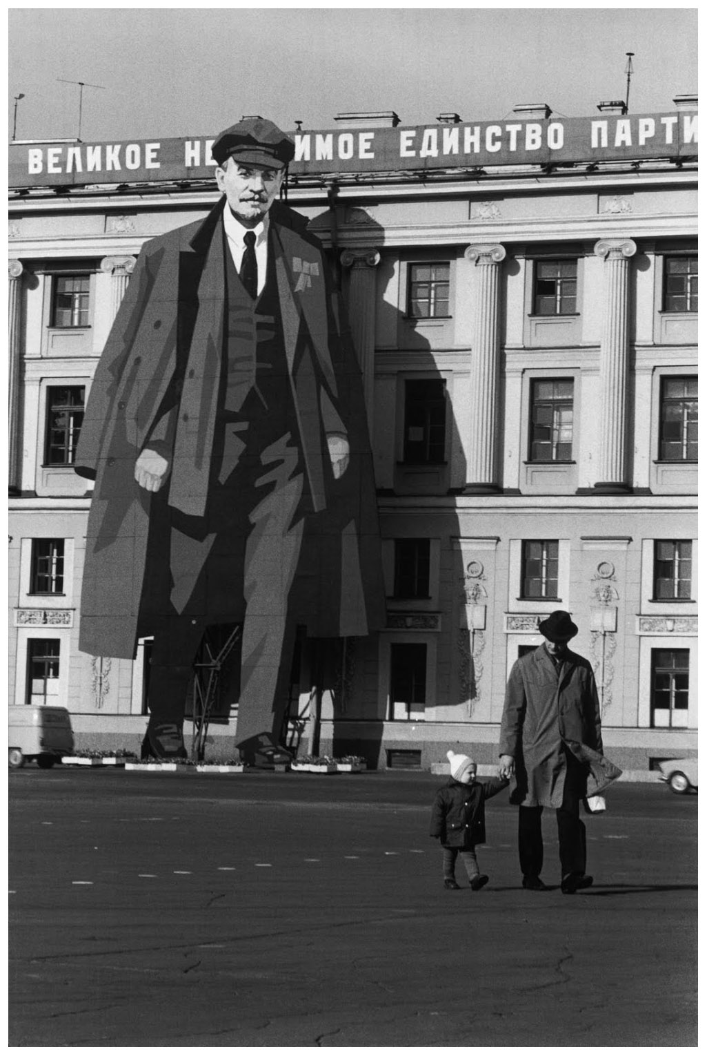 """henri cartier bresson Taking pride in capturing """"the decisive moment,"""" cartier-bresson intimately captured portraits and scenes, both mundane and historic, around the world in 1947, he formed magnum photos, a photography cooperative, with robert capa and others."""