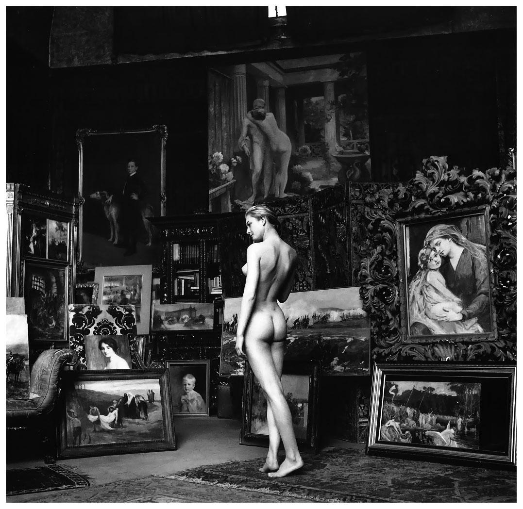http://pleasurephoto.files.wordpress.com/2012/10/jeanloup-sieff-kitsch-nude-paris-1956.jpg