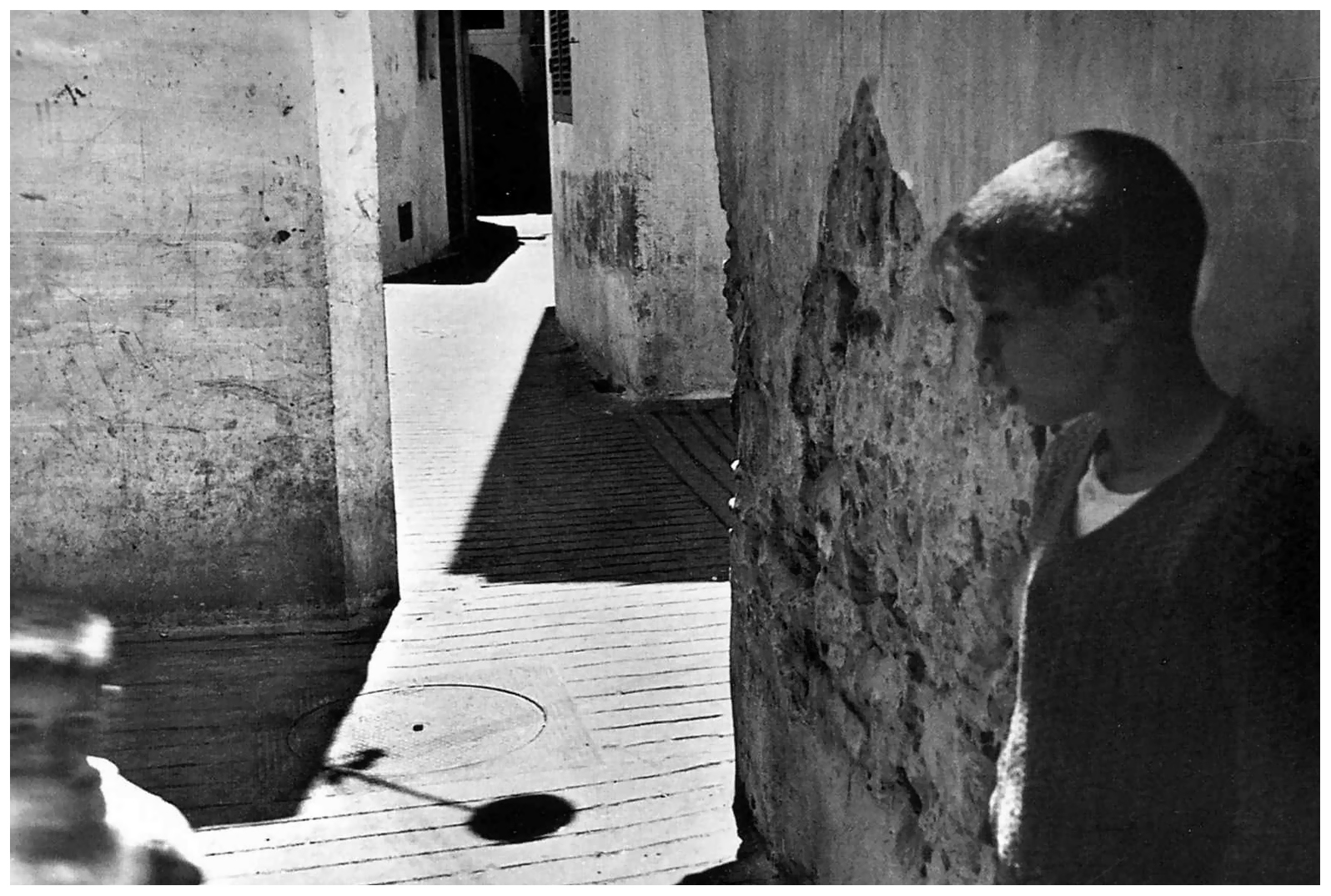 henri cartier During the 1920s, henri cartier-bresson studies academic drawing and painting  before turning to photography in the early 1930s after having discovered.