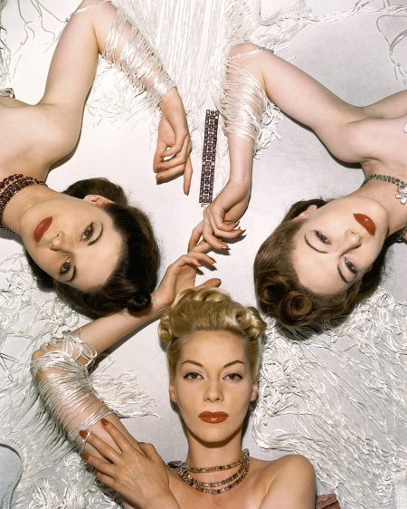 Models Helen Bennett, Muriel Maxwell y Bettina Bolegard Vogue Cover 1939 Photo Horat P.Horst