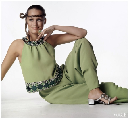 Lauren Hutton Photo Arnaud de Rosnay in Pierre Cardin Vogue Paris 1968 Condè Nast Archive