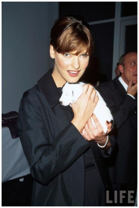 Model Linda Evangelista, holding puppy dog 1997 Photo Marion Curtis
