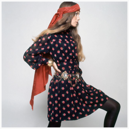 Photo David Mccabe - Model wearing a black dress printed with red roses by Crazy Horse, with a chain belt by Mimi di N. Circa November 1968