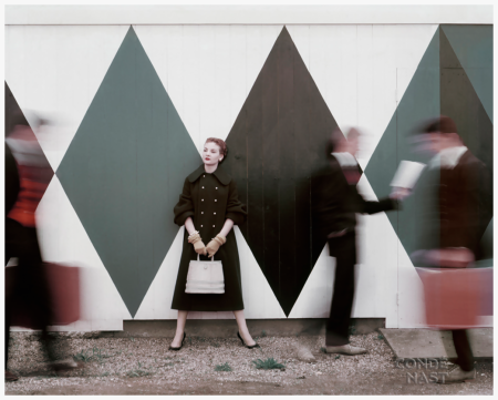Photo Leombruno-Bodi - 1954 - Vogue Vogue Editor Sheila Kilgore in Blue Wool Coat - Original caption - Miss Sheila Kilgore standing in front of geometric mural wearing royal blue wool chinchilla coat and rabbits hair gloves Condè nast Archive