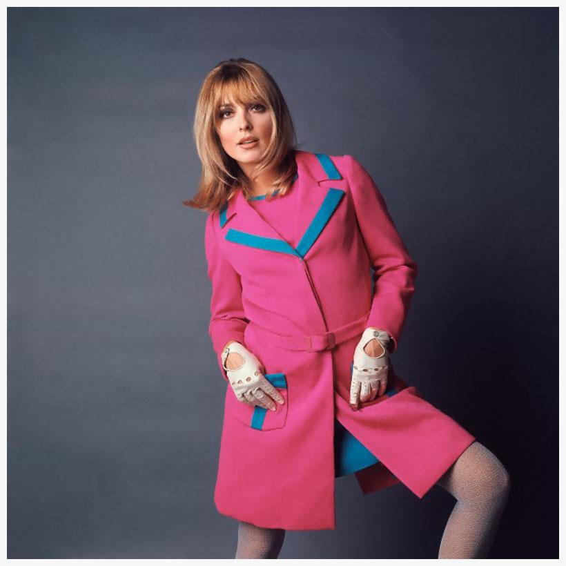 Sharon Tate in fuschia coat ca. 1967 | © Pleasurephoto