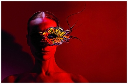 Michael Thompson - Veruschka with Butterfly, New York 2003 o