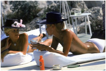 Dani Geneux (left) and Marie-Eugenie Gaudfrin sunbathing at the Hotel du Cap Eden-Roc, Antibes, France, August 1976.Photo Slim Aarons