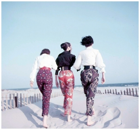 Models wearing African print pants, photo by Eliot Elisofon, 1952