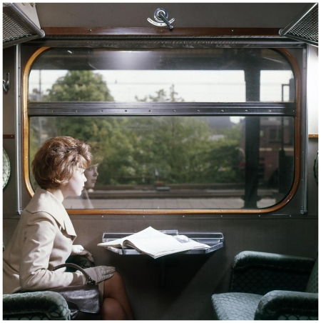 Street shot (Fashion) Model in first class train [Haarlem Station], Paesi Bassi, 1961 a