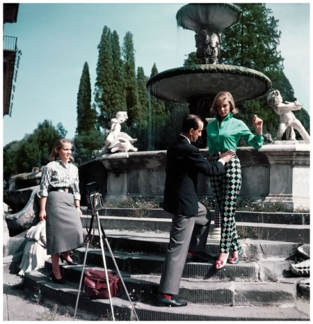 1964 The Florentine fashion designer Emilio Pucci on a shoot with a model in Florence, Italy, ca. 1964 Photo David Lees:CORBIS