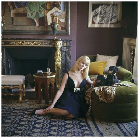 Photo Mark Shaw - Nico with Dachshunde in the apartment of Henri Samuel - Paris, 1960