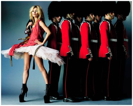 She posed in a tutu with Royal Guardsmen in Brilliantly British - Photo Mario Testino