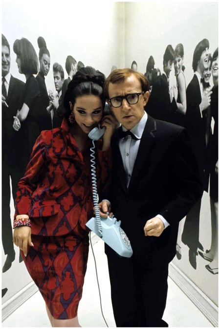 All on the line; Woody Allen with model in printed suit and matching accessories in 1965 - Photo David McCabe