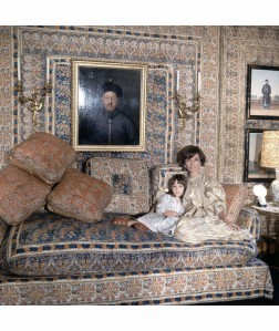 Lee Radziwill with Anna Cristiana in the Turquerie room London Home 1966 Vogue dec 1966 Cecil Beaton