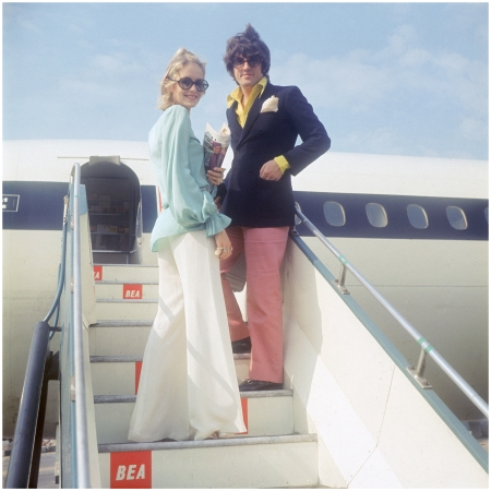 Twiggy and her partner and manager Justin de Villeneuve board a BEA aircraft at London Airport, for a holiday in Greece, 24 August 1968 (Photo by Keystone:Hulton Archive:Getty Images)