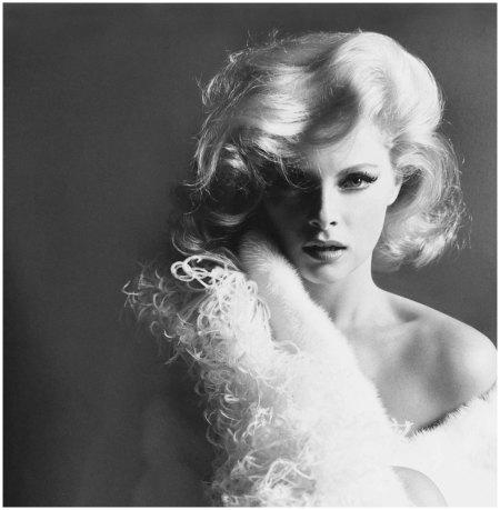 Virna Lisi, Italian actress, with a boa and fur 1965-Photo Leombruno-Bodi