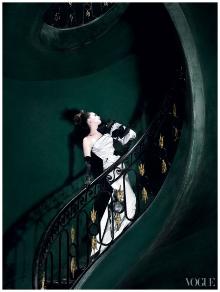 Anne Hathaway - Photo  Mario Testino, Vogue, November 2010