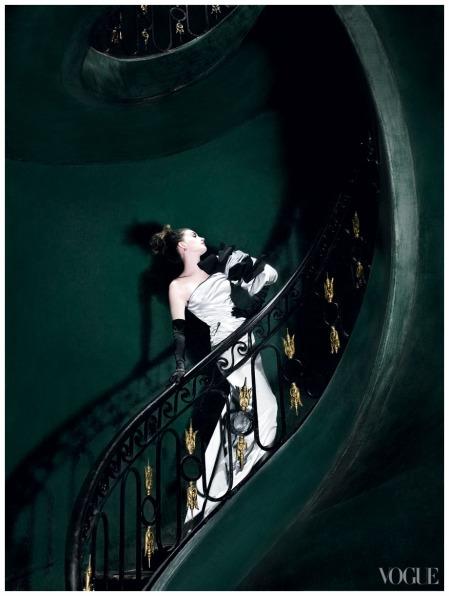 Anne Hathaway - Photo  Mario Testino, Vogue, November 2010