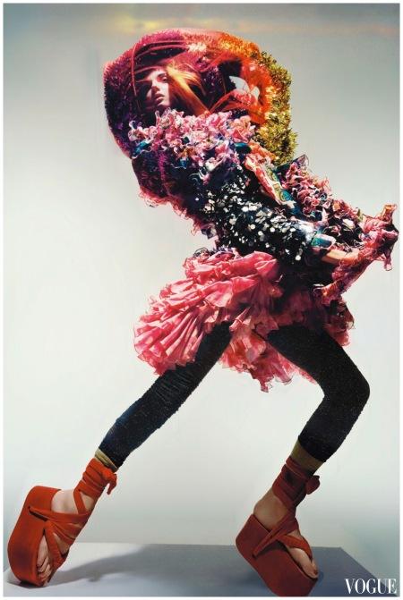 Dior - right hand look - Vogue dec 2008 - Photo Nick Knight