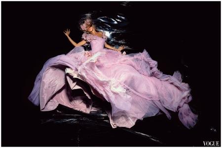 Gisele Bundchen - Vogue - nov 2006 - Dior by galliano Photo Nick Knight