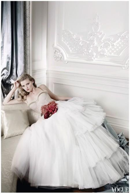 Mario Testino - Lara Stone - vogue - dec 2009- Dior Haute couture b