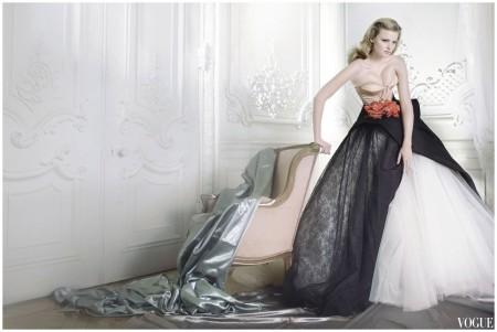Mario Testino - Lara Stone - vogue - dec 2009- Dior Haute couture