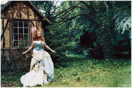 Photo Arthur Elgort - Lily Cole - vogue - nov 2004 Dior couture