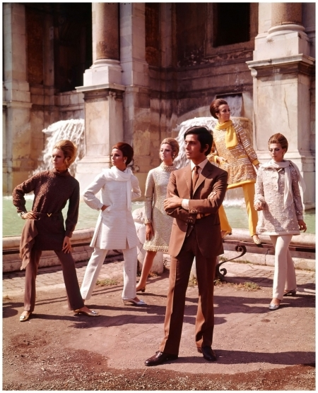 Valentino posing with models nearby Trevi Fountain. Rome - July 1967