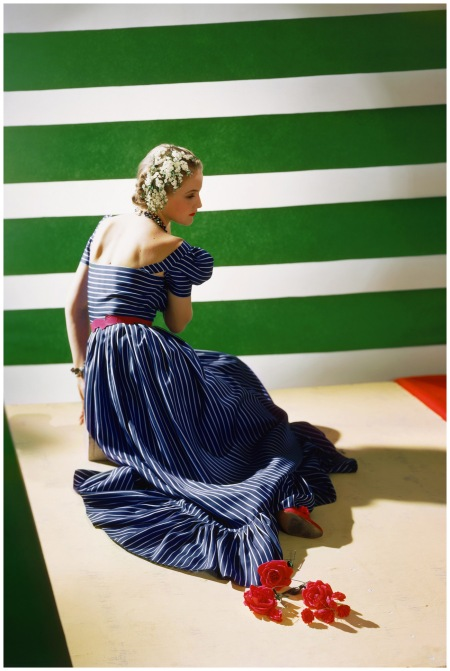 Dress by Hattie Carnegie, 1939 Photo Horst P.Horst