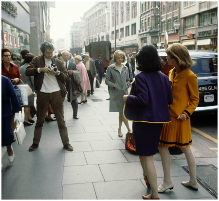 England, London 1966, Paul Huf working on a fashion shoot for Avenue Photo Sem Presser b