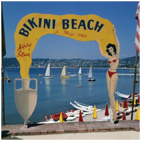 Frankrijk, Juan-Les-Pins, 1964, Bikini Beach, strand met waterfietsen