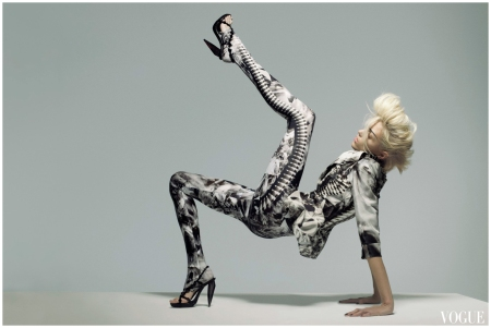 Anja Rubik n Alexander Mcqueen vogue mar 2009 Photo Nick Knight