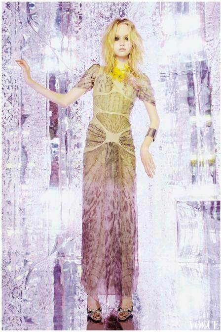 Gemma Ward in Alexander Mcqueen vogue sep 2004 Photo Nick Knight