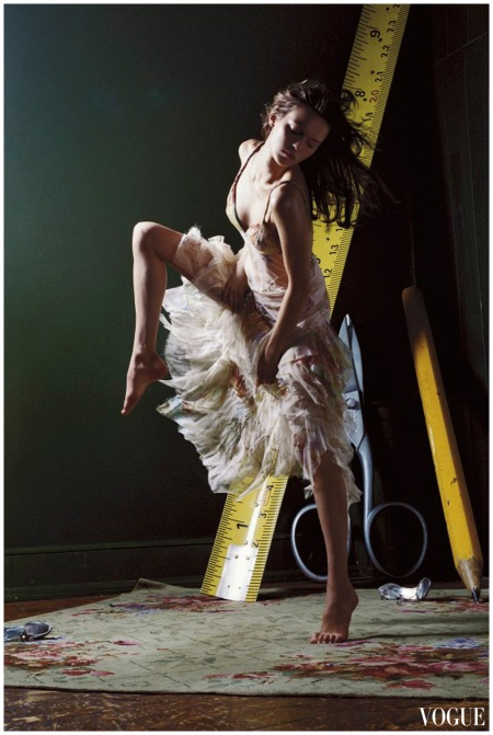 Elise Crombez in Alexander Mcqueen vogue may 2004 Photo Corinne Day