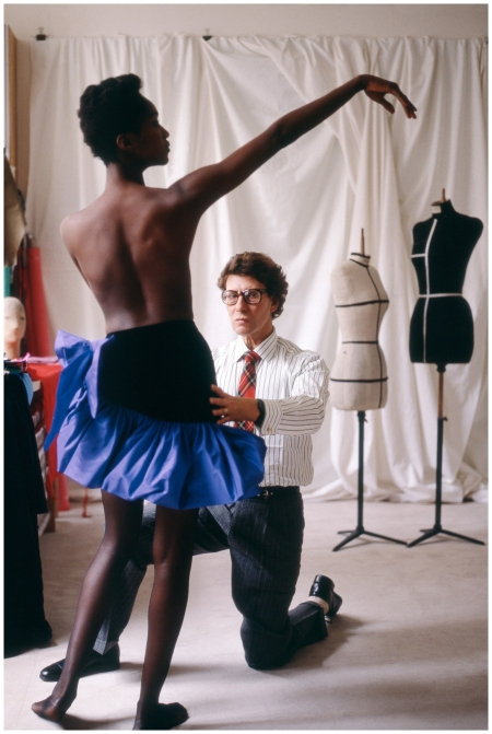 The designer Yves Saint Laurent during a fitting Photo Snowdon