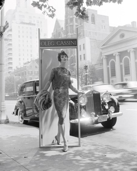 Oleg Cassini, Ann St. Marie, Park Avenue at 63rd Street, 1958. For Altman, Stoller. Foto dal libro %22Mid-Century Fashion and Advertising Photography%22 by William Helburn
