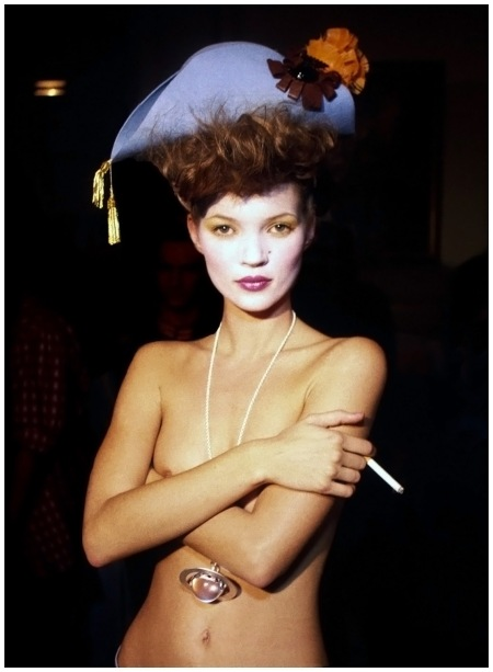 BackStage Kate Moss Paris 1993 Photo Harry Benson